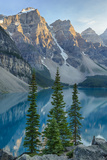 Canada, Banff National Park, Valley of the Ten Peaks, Moraine Lake Photographie par Jamie & Judy Wild