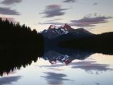 Canada, Alberta, Jasper NP, Mountains Reflecting in Maligne Lake Foto av Christopher Talbot Frank