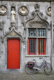 Red Door into the Historic Basilica of the Holy Blood, Bruges, Belgium Foto von Brian Jannsen