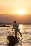 Intha Fisherman, Shan State, Inle Lake, Myanmar (Burma) Photographie par Peter Adams