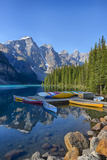 Canada, Banff NP, Valley of the Ten Peaks, Moraine Lake, Canoe Dock Photographie par Jamie & Judy Wild