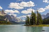 Canada, Alberta, Jasper National Park, Maligne Lake and Spirit Island Photographie par Jamie & Judy Wild
