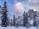 Valley Fischleintal in Winter, Mt Einserkofel. Sexten Dolomites, Italy Foto av Martin Zwick