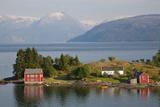 Small Island in Hardangerfjorden Nr Bergen, Western Fjords, Norway Foto von Peter Adams