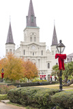 Louisiana, New Orleans. St Louis Cathedral with Holiday Decor Foto av Trish Drury