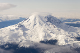 USA, Washington State, Mt Rainier with Cap Cloud Foto av Trish Drury