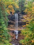 Michigan, Upper Peninsula. Munising Falls in Autumn Foto von Julie Eggers
