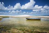 A Brazilian Fishing Boat in Jericoacoara, Brazil Impressão fotográfica por Alex Saberi