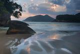 Praia Do Camburi at Sunset in Ubatuba Impressão fotográfica por Alex Saberi