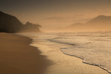 Praia Das Toninhas in Ubatuba at Sunrise, with the Serra Do Mar Mountain Range in the Background Impressão fotográfica por Alex Saberi