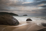 A Long Exposure of Praia Prumirim at Sunset in Ubatuba, Brazil Impressão fotográfica por Alex Saberi