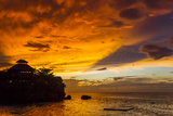 A Fiery Sky During a Dramatic Sunset in Ocho Rios, Jamaica Fotografisk tryk af Mike Theiss