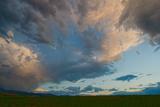 Dramatic Clouds Soar over Montana's Gallatin Valley Near Bozeman Lámina fotográfica por Gordon Wiltsie