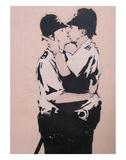 Kissing policemen Poster van  Banksy