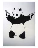 Pandémonium: pochoir noir et blanc, avec panda et revolvers Posters par  Banksy