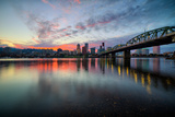 Riverside Sunset, Hawthorne Bridge, Eastbank Esplande, Portland Oregon Fotografie-Druck von Vincent James