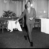 Dick Van Dyke at the Dorchester Hotel the Day before He Starts Filming Chitty Chitty Bang Bang. Impressão fotográfica por Maurice Kaye