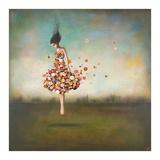 Vrouw met jurk van bloemen, titel: Boundlessness in Bloom Kunst van Duy Huynh