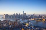 One World Trade Center, Manhattan and Brooklyn Bridges, Manhattan, New York City, New York, USA Fotografie-Druck von Jon Arnold
