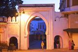 Bab El Fahs at Dusk, Grand Socco, Tangier, Morocco, North Africa Fotografisk tryk af Neil Farrin