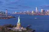 Statue of Liberty Jersey City and Lower Manhattan, New York City, New York, USA Reproduction photographique par Jon Arnold