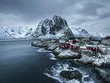 Hamnoy - Lofoten Islands, Norway Coastal Rocks and Mountains. Impressão fotográfica por  ClickAlps