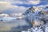 Henningsvaer Fjord. Lofoten Islands. Norway. Europe Impressão fotográfica por  ClickAlps