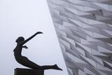United Kingdom, Northern Ireland, Belfast, View of the Titanic Belfast Museum Fotoprint av Jane Sweeney