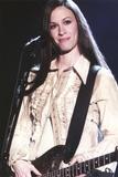 Alanis Morissette Playing Guitar in Coat Photographie par  Movie Star News