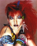 Cyndi Lauper Portrait in Red Hair and Blue Eye Lashes Foto von  Movie Star News