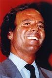Julio Iglesias Portrait in Formal Attire Foto von  Movie Star News