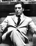 Al Pacino sitting on a Chair, Cross Legs Pose in Formal Outfit Black and White Foto von  Movie Star News