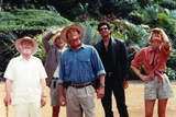 Jurrasic Park People Looking Up Photographie par  Movie Star News