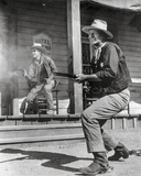 Rio Bravo Gun Fight Scene in Black and White Fotografia por  Movie Star News