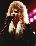 Stevie Nicks in Blue Dress With Microphone Portrait Foto af  Movie Star News