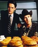 Twin Peaks Portrait With Donut Foto von  Movie Star News