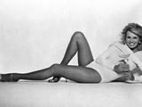 Angie Dickinson Lying on Floor in Lingerie Fotografia por  Movie Star News