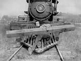Buster Keaton Carrying a Huge Wood on a Train Fotografía por  Movie Star News