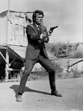 Clint Eastwood standing in Black Suit with Pistol 写真 :  Movie Star News