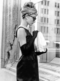 Audrey Hepburn Breakfast at Tiffany's Iconic Shot Foto von  Movie Star News