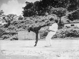 Bruce Lee in Black Attire Fighting with wearing White Attire Fotografía por  Movie Star News