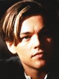 Leonardo Dicaprio Close Up Portrait in Black Background Foto von  Movie Star News