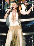 Shania Twain Portrait in Sexy White Outfit Foto von  Movie Star News