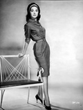 Suzanne Pleshette Leaning on a Chair and wearing a Dress Foto af  Movie Star News