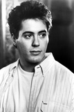 Robert Downey in White With Black and White Background 写真 :  Movie Star News