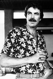 Magnum Pi Looking Away in Floral Polo Portrait Foto av  Movie Star News