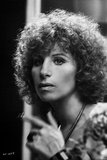 Barbra Streisand Looking Away Pose with Hand Gesture Fotografia por  Movie Star News