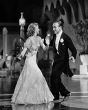Fred Astaire and Ginger Rogers smiling, Dancing and Performing Foto av  Movie Star News