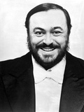 Luciano Pavarotti Posed in Black with white Background Foto von  Movie Star News