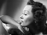 Gloria Swanson Projecting in Classic Portrait Fotografia por E Bachrach